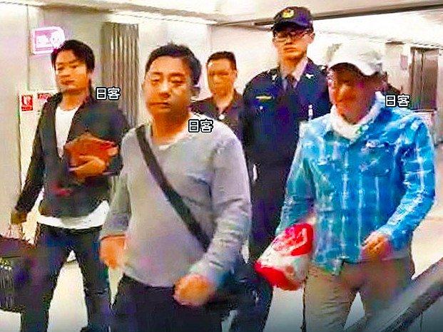 華航空機内で日本人客が飲酒騒ぎ 現地メディアで邦人の顔写真公開
